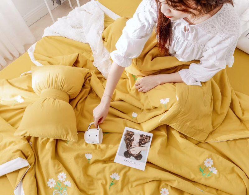 新款夏被-雏菊 整张羽丝棉填充 黄色白边